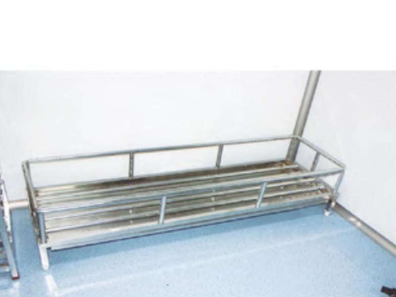 LH0056-带护栏带接水盘地架