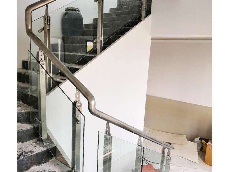 不锈钢玻璃扶手工程案例